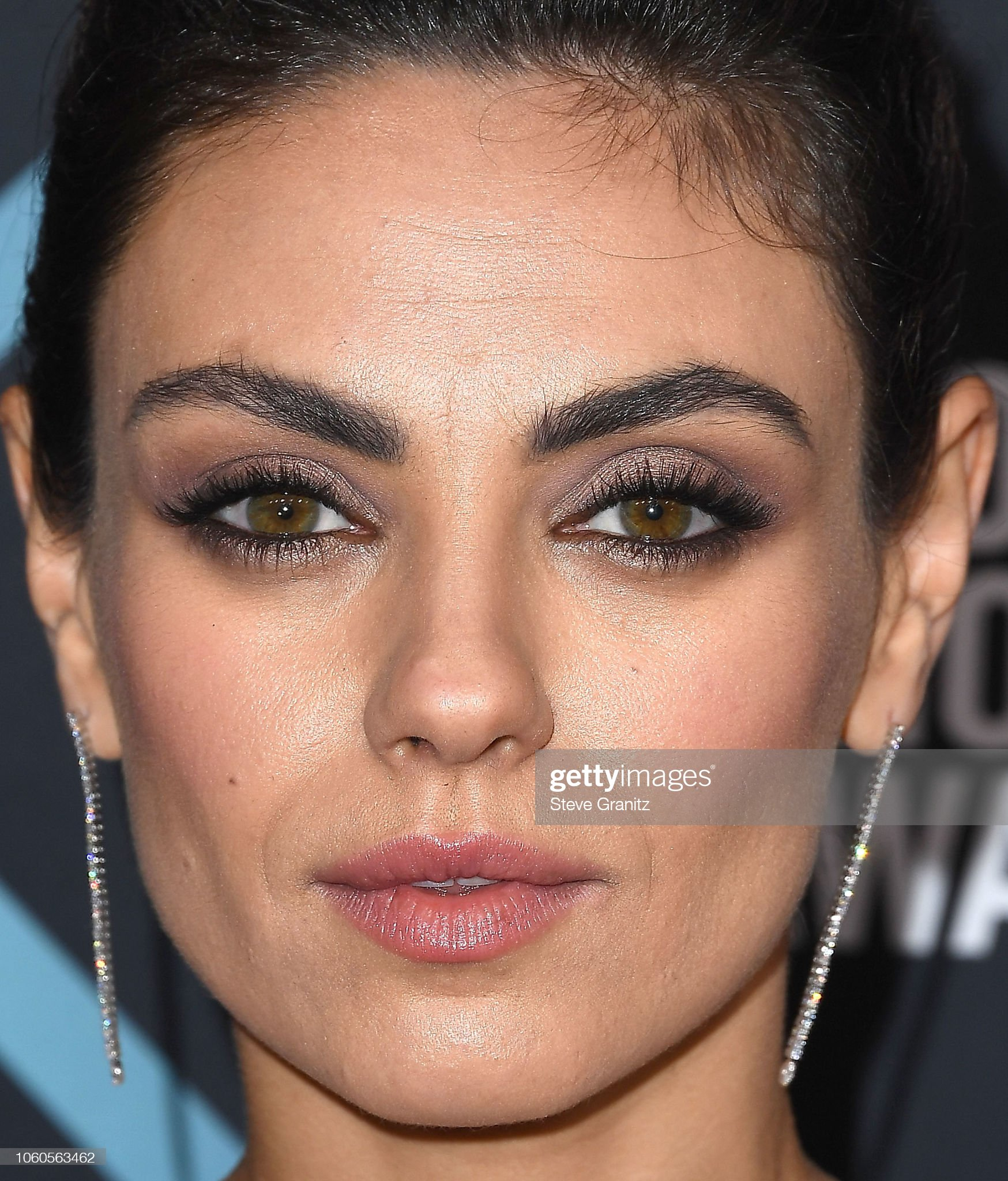 Hazel eyes - Personas famosas con los ojos de color AVELLANA Mila-kunis-arrives-at-the-peoples-choice-awards-2018-at-barker-hangar-picture-id1060563462?s=2048x2048