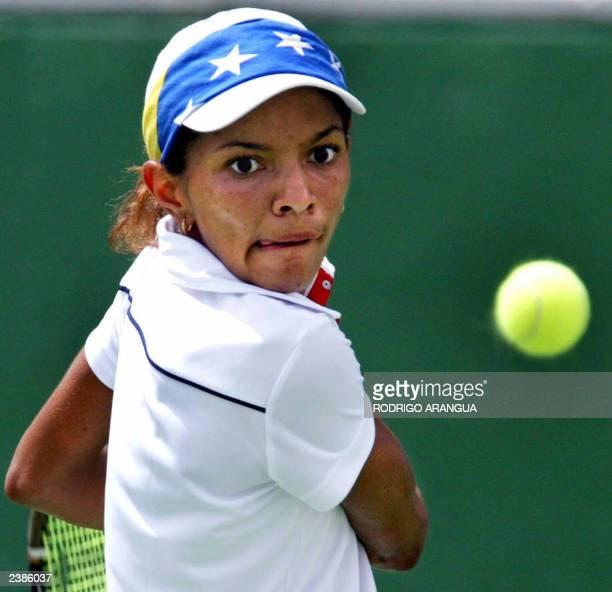 Milagros Sequera de Venezuela reaaciona durante su partido de final contra la estadounidense Sarah Taylor durante los XIV Juegos Panamericanos el 10...