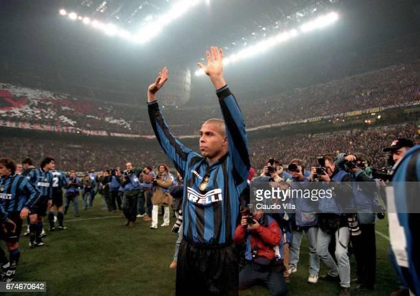 Milan 22 November Ronaldo Of Inter Celebrates Prior To The Picture Ita Champions League