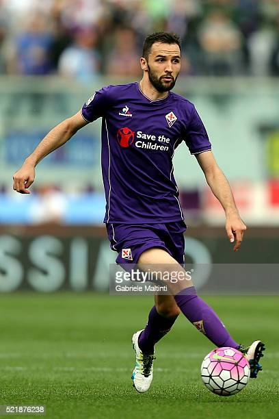 Milan Badelj of ACF Fiorentina in action during the Serie A match between ACF Fiorentina and US Sassuolo Calcio at Stadio Artemio Franchi on April 17...