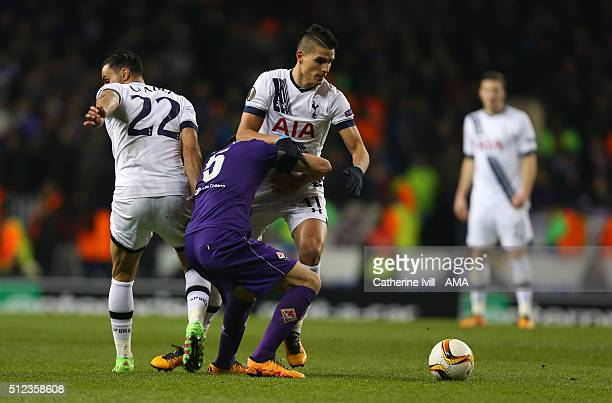Milan Badelj of Fiorentina gets his head stuck between Nacer Chadli and Erik Lamela of Tottenham Hotspur during the UEFA Europa League match between...