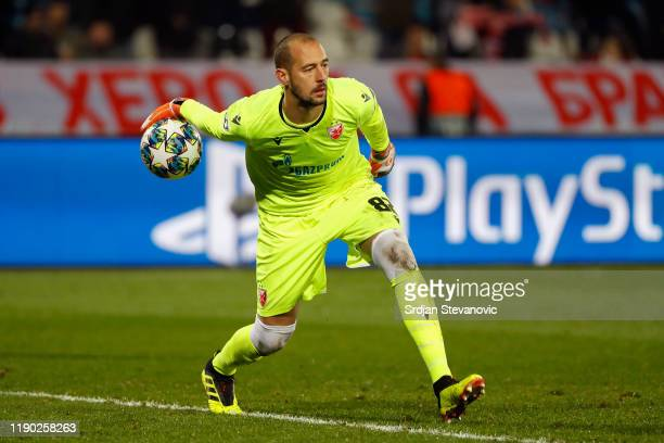 Milan Borjan of Crvena Zvezda throws the ball during the UEFA Champions League group B match between Crvena Zvezda and Bayern Muenchen at Rajko Mitic...