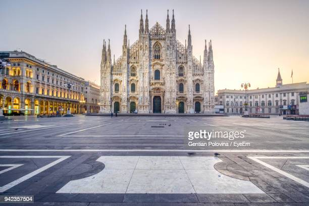 milan cathedral against sky during sunset - cathedral stock pictures, royalty-free photos & images