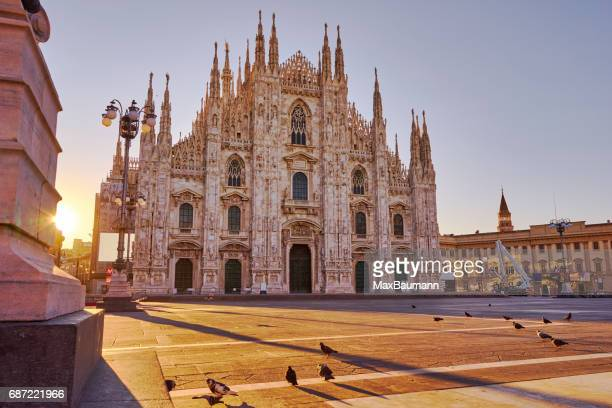 milan cathedral at sunrise - cathedral stock pictures, royalty-free photos & images