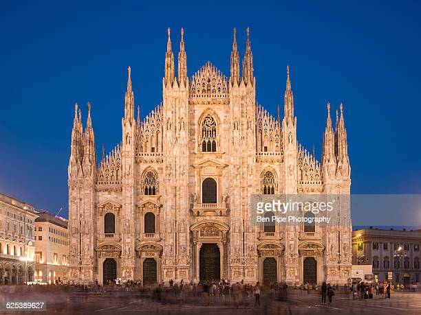 milan cathedral, piazza duomo at night, milan, lombardy, italy - cathedral stock pictures, royalty-free photos & images