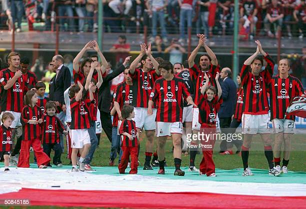 Milan celebrate after winning the Serie A match between AC Milan and Brescia on May 16, 2004 in Milan, Italy.