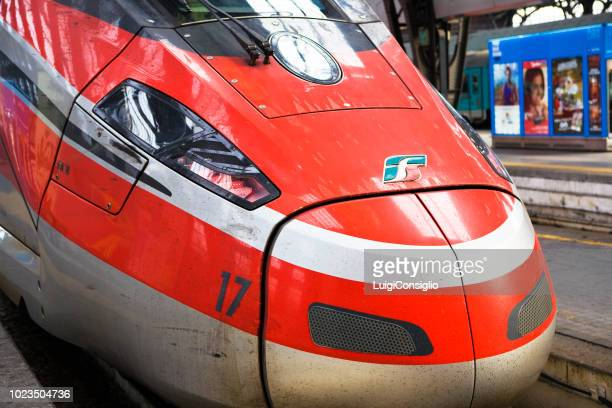 milan central railway station - treno frecciarossa foto e immagini stock