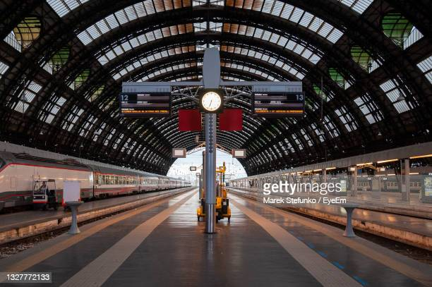 milan central railway station - marek stefunko stock pictures, royalty-free photos & images