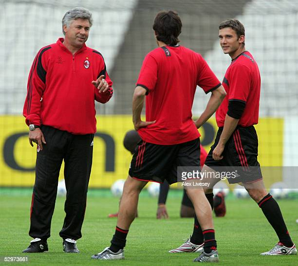 Milan coach Carlo Ancelotti talks to AC Milan Striker Andriy Shevchenko of Ukraine and AC Milan Midfielder Kaka of Brazil during a training session...
