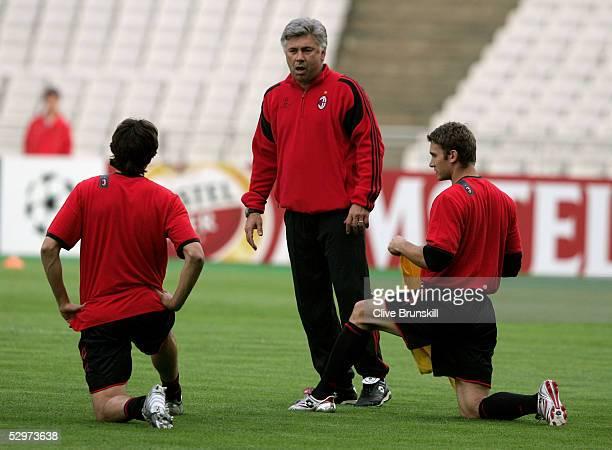 Milan coach Carlo Ancelotti talks to striker Andriy Shevchenko of Ukraine and AC Milan Midfielder Kaka of Brazil during a training session ahead of...