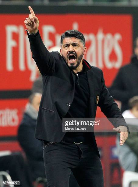 Milan coach Gennaro Gattuso shouts to his players during the serie A match between AC Milan and Atalanta BC at Stadio Giuseppe Meazza on December 23...
