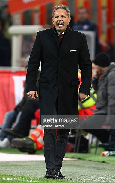Milan coach Sinisa Mihajlovic shouts to his players during the TIM Cup match between AC Milan and Carpi FC at Stadio Giuseppe Meazza on January 13...