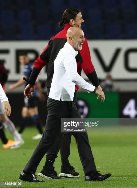 Milan coach Stefano Pioli and Zlatan Ibrahimovic of AC Milan celebrate a victory at the end of the Serie A match between Atalanta BC and AC Milan at...