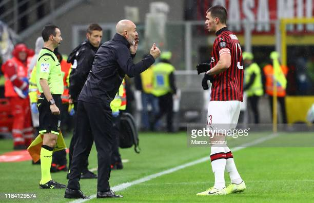 Milan coach Stefano Pioli issues instructions to his player Alessio Romagnoli during the Serie A match between AC Milan and SSC Napoli at Stadio...