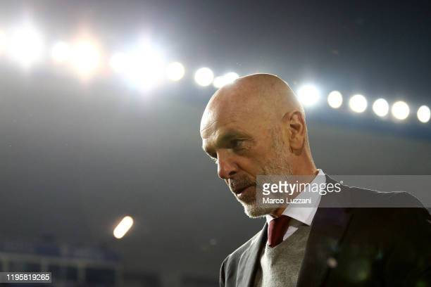 Milan coach Stefano Pioli looks on before the Serie A match between Brescia Calcio and AC Milan at Stadio Mario Rigamonti on January 24, 2020 in...