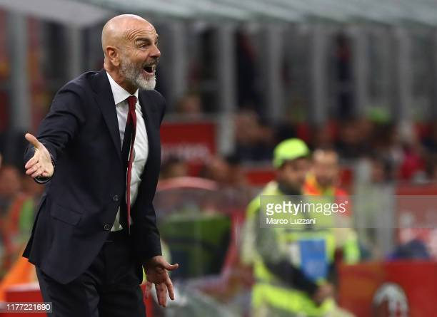 Milan coach Stefano Pioli shouts to his players during the Serie A match between AC Milan and US Lecce at Stadio Giuseppe Meazza on October 20, 2019...