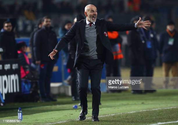 Milan coach Stefano Pioli shouts to his players during the Serie A match between Brescia Calcio and AC Milan at Stadio Mario Rigamonti on January 24,...