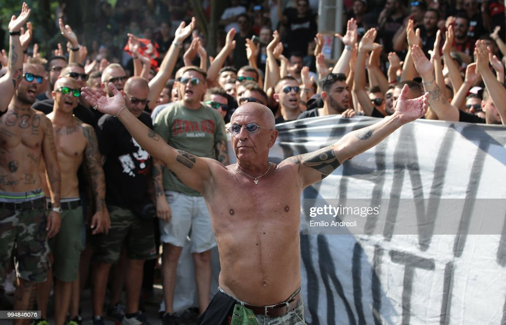 AC Milan fans show their support prior to the AC Milan training session at the club's training ground Milanello on July 9, 2018 in Solbiate Arno, Italy.