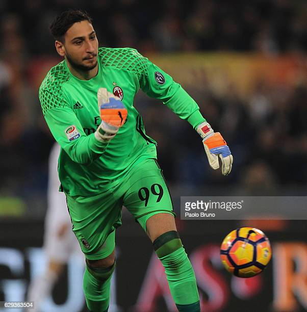 Milan goalkeeper Gianluigi Donnarumma in action during the Serie A match between AS Roma and AC Milan at Stadio Olimpico on December 12 2016 in Rome...