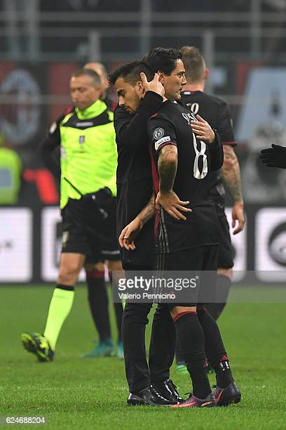 Milan head coach Vincenzo Montella consoles Fernandez Suso at the end of the Serie A match between AC Milan and FC Internazionale at Stadio Giuseppe...