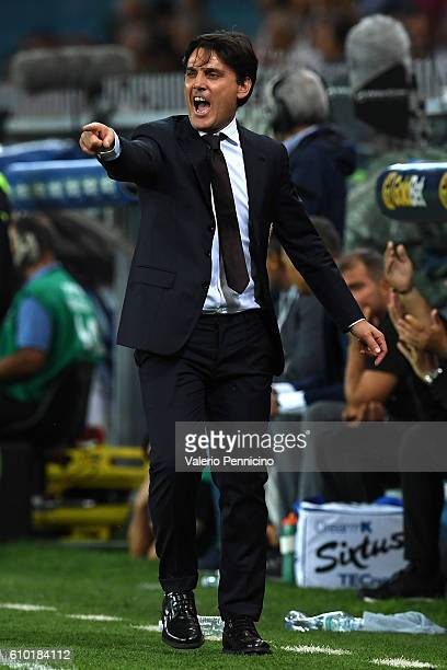 Milan head coach Vincenzo Montella shouts to his players during the Serie A match between UC Sampdoria and AC Milan at Stadio Luigi Ferraris on...