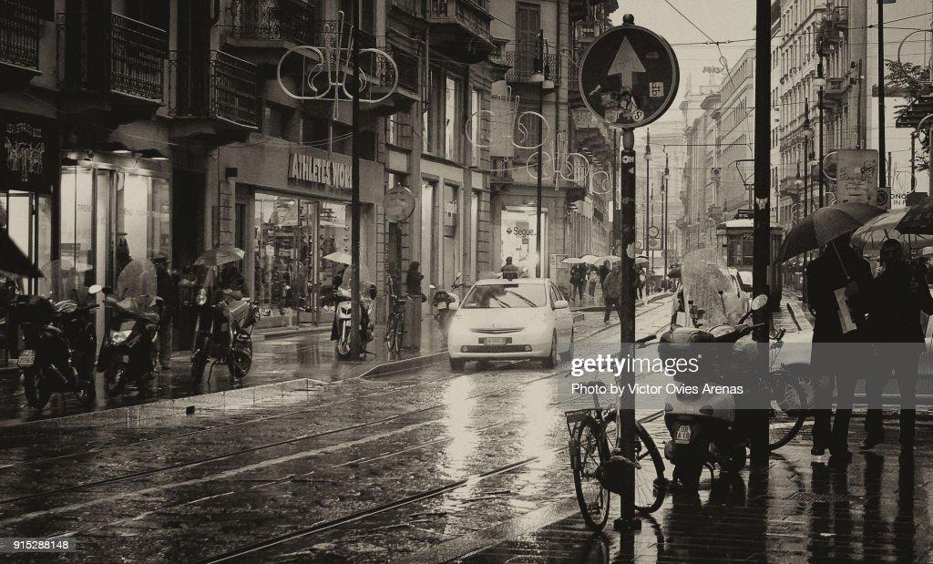 Milan in the rain : Foto de stock