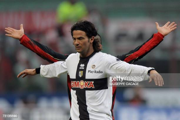 AC Milan's midfielder Gennaro Gattuso gestures with Parma's defender Fernando Couto during their Serie A match at San Siro Stadium 28 January 2007...