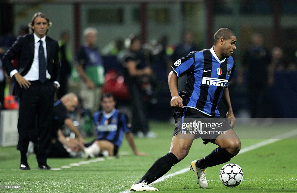 Inter Milan's Adriano (R) is closely wat : News Photo
