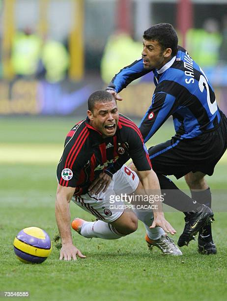 Inter's defender Walter Samuel of Argentina challenges for the ball with AC Milan's forwards Ronaldo of Brazil during their Serie A match at San Siro...