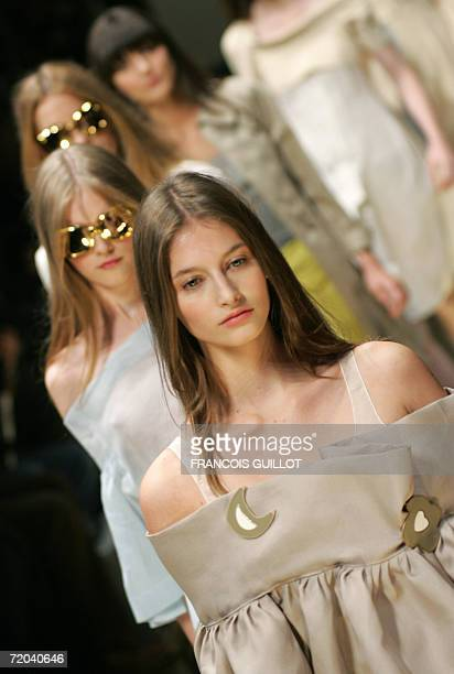 Models present creations by Italian fashion house Sportmax during the Spring/Summer 2007 women's collections, 29 September 2006 in Milan. AFP PHOTO /...