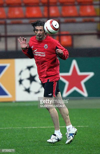 Villareal's Alessio Tacchinardi practices during a training session at San Siro Stadium in Milan 28 March 2006 Villareal CF play Inter tomorrow in a...