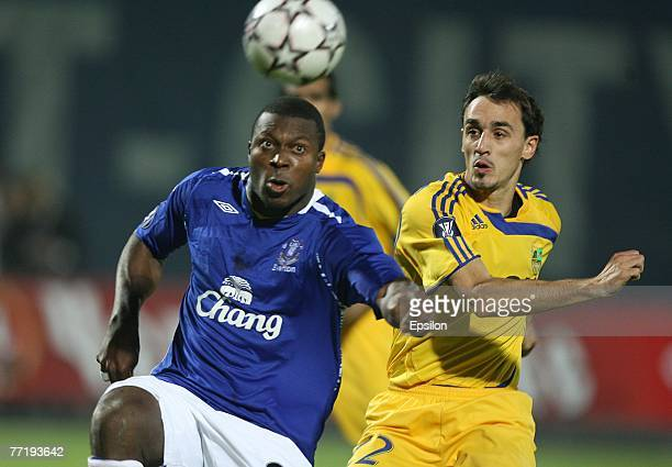 Milan Obradovic of Metalist FC fights for the ball with Ayegbeni Yakubu of Everton during the UEFA Cup 1st Round 2nd Leg match between Metalist...