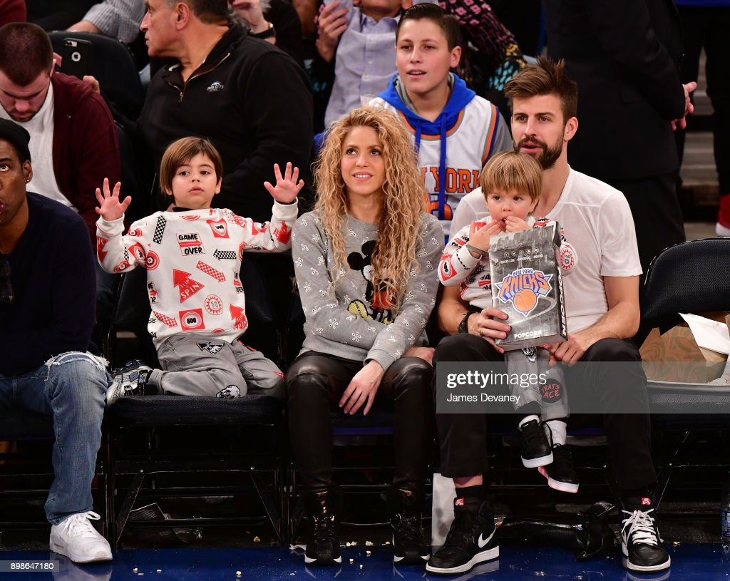 Celebrities Attend The New York Knicks Vs Philadelphia 76ers Game : News Photo