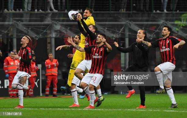 Milan players celebrate the victory after the Serie A match between AC Milan and US Sassuolo at Stadio Giuseppe Meazza on March 2 2019 in Milan Italy