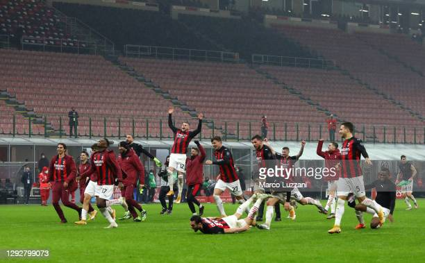 Milan players celebrate victory following the Serie A match between AC Milan and SS Lazio at Stadio Giuseppe Meazza on December 23, 2020 in Milan,...