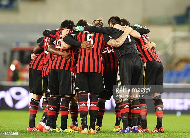 AC Milan players gather prior to the Serie A football match Lazio vs AC Milan at the Olympic Stadium in Rome on March 23 2014 AFP PHOTO / VINCENZO...