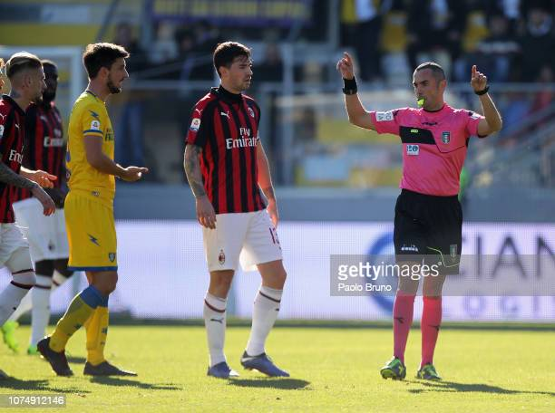 Milan players protest with referee Marco Guida after he disallowed a goal during the Serie A match between Frosinone Calcio and AC Milan at Stadio...