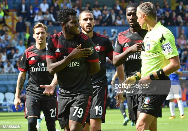 Milan players protest with the referee Valeri for the penalty and the referee go to see the VAR during the Serie A match between UC Sampdoria and AC...