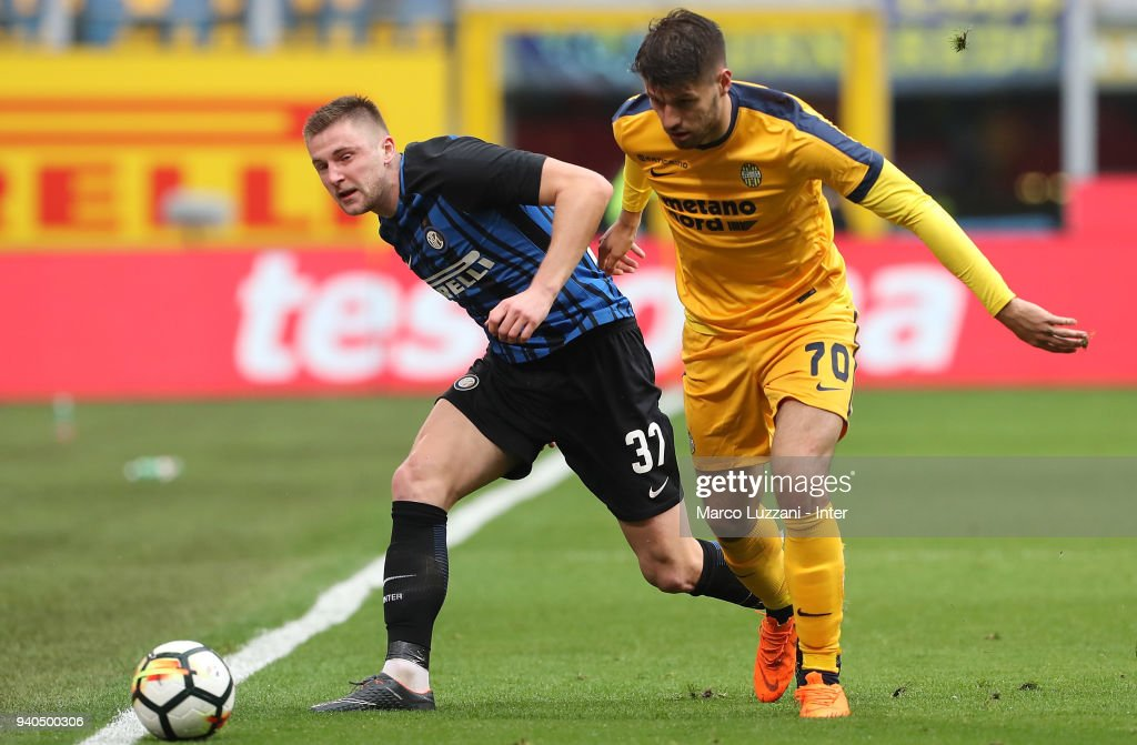 Milan Skriniar of FC Internazionale (L) competes for the ball with Bruno Petkovic of Hellas Verona FC during the serie A match between FC Internazionale and Hellas Verona FC at Stadio Giuseppe Meazza on March 31, 2018 in Milan, Italy.