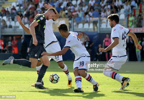 Milan Skriniar of FC Internazionale Milano scores the opening goal during the Serie A match between FC Crotone and FC Internazionale at Stadio...