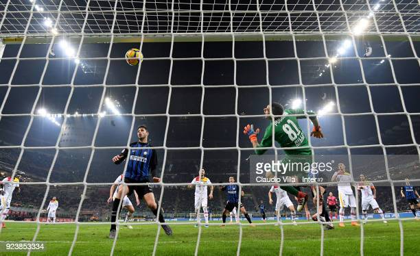 Milan Skriniar of FC Internazionale scores the opening goal during the serie A match between FC Internazionale and Benevento Calcio at Stadio...