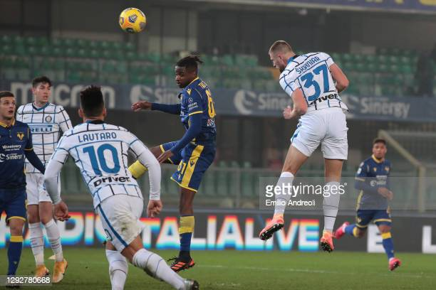 Milan Skriniar of Internazionale scores their sides second goal during the Serie A match between Hellas Verona FC and FC Internazionale at Stadio...