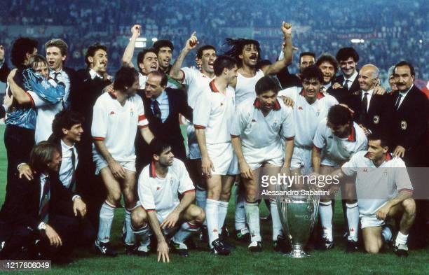Milan team celebrate after winnigns the European Final Cup 1990 Emiliano Verga Giovanni Stroppa Diego Fuser Franco Baresi President Silvio Berlusconi...