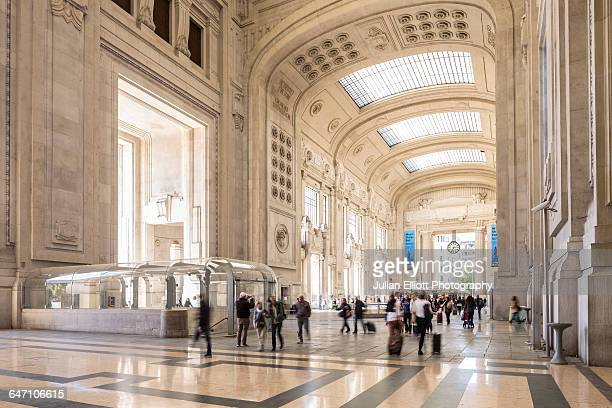 milano centrale railway station in milan, italy. - railroad station stock pictures, royalty-free photos & images