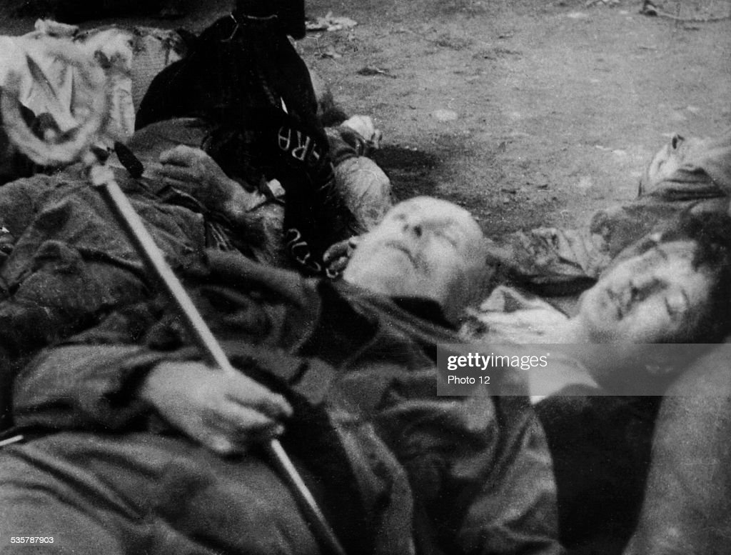 Milano. The bodies of Benito Mussolini and his mistress Petacci : News Photo