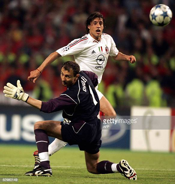Milan's Argentinan forward Hernan Crespo shoots and scores past Liverpool's Polish goalkeeper Jerzy Dudek during the UEFA Champions league football...