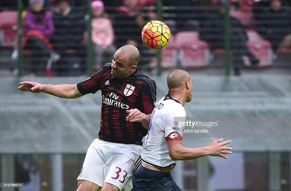 AC Milan's Brazilian defender Alex (L) heads the ball during the Italian Serie A football match AC Milan vs Genoa on February 14, 2016 at the San Siro Stadium stadium in Milan. / AFP / OLIVIER