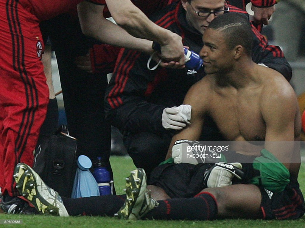 Ac Milans Brazilian Goalkeeper Nelson Dida Is Treated By