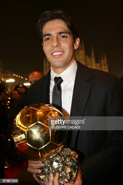 AC Milan's Brazilian midfielder Kaka arrives in Piazza del Duomo square in Milan 02 December 2007 with his trophy after being awarded as France...