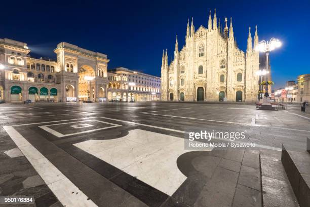 milan's cathedral (duomo), lombardy, italy - cattedrale foto e immagini stock